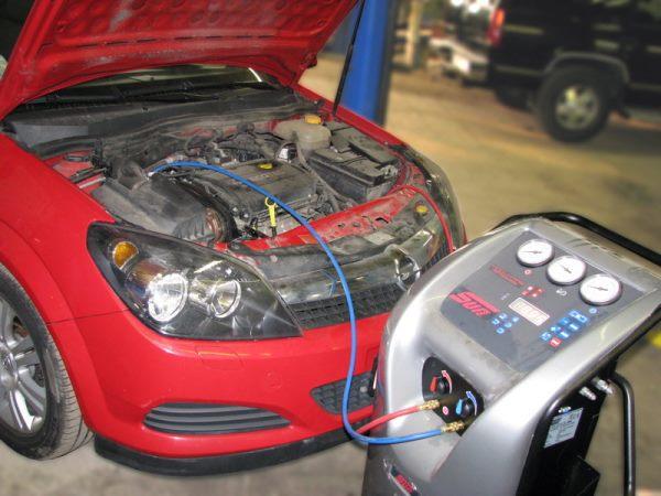 Заправка кондиционера авто – зачем и как её выполнять