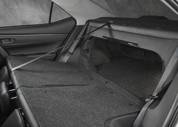 Второй ряд и багажник Toyota Corolla