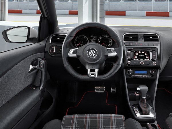 vw-polo-gti-salon