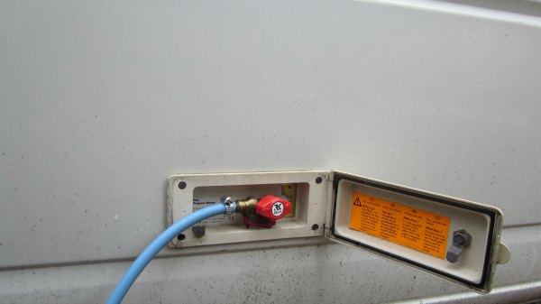 Клапан для заправки газа